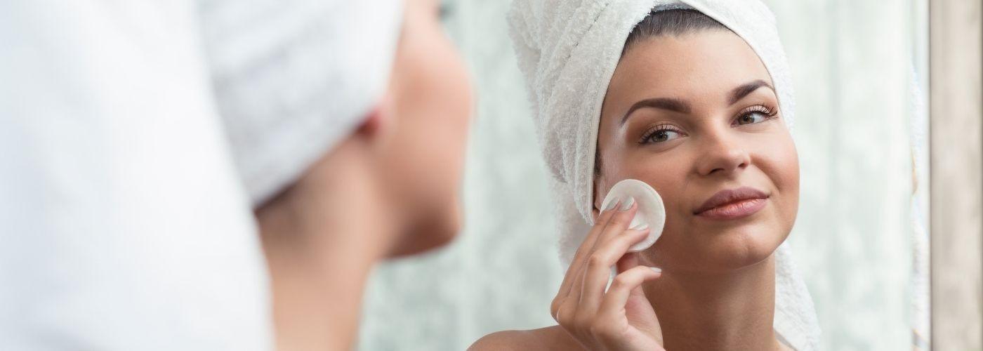 Produits cosmétiques pour laver et démaquiller votre visage